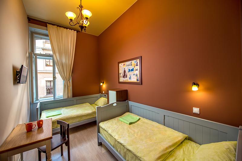 Частный двухместный номер с отдельными кроватями в Post House Хостел Львов