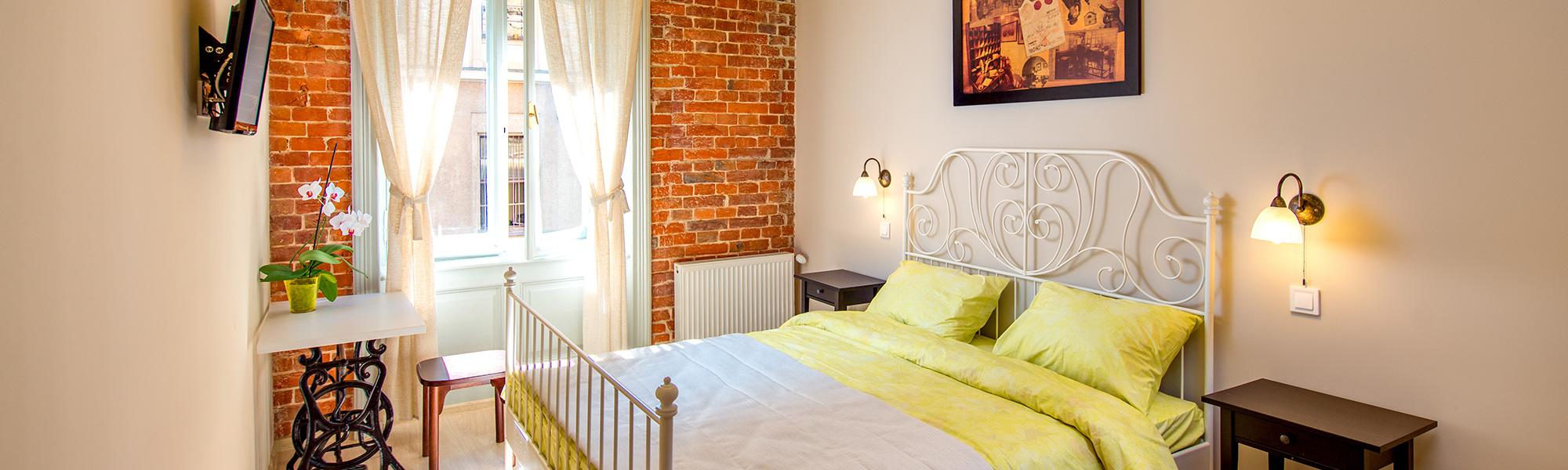 Номер на двоих с большой кроватью и ванной комнатой в Post House Hostel Львов
